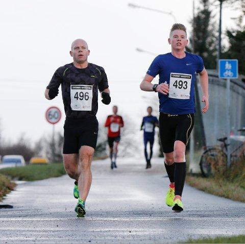 Karmøy 191116 Karmøy Maraton Halvmaraton Johnny Vea og Alexander Skurve