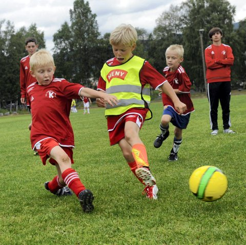 Kongsberg IFs fotballskole KIF i idrettsparken.