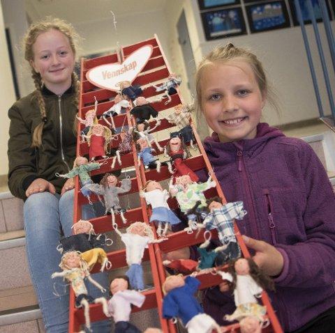 Vennskapsstige: Ebba L. Engdahl (12), Emilie Bjørnstad (11) og resten av elevene i 6. klasse har laget vennskapsstige som ledd i VIS.