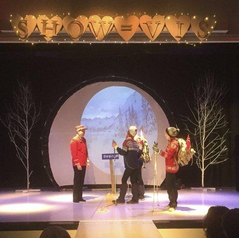 Rabra: Årets RaBra hadde VIS som tema. Over scenen står det nå «SHOW = VIS».