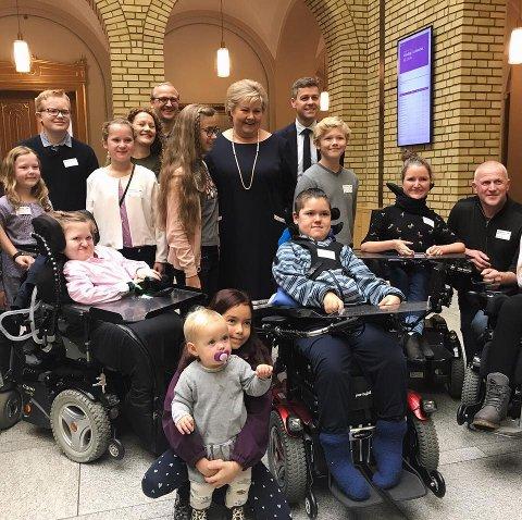 Søskene Pablo, Elina og Josefine fikk møte statsminister Erna Solberg (H) og Knut Arild Hareide (KrF) i Vandrehallen i dag.