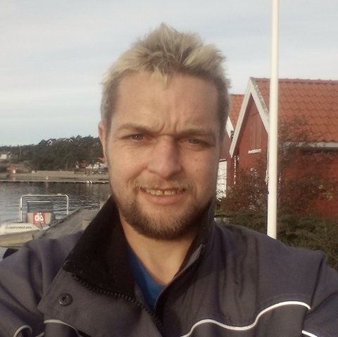 Lars Håkon Lorentzen opplevde det som svært ubehagelig å bli truet via SMS. Han får ros av politiet for sin åpenhet. Foto:Privat