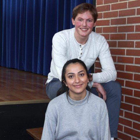 Revyen?: Baste Aae Solberg og Nora Bemanian leder revyen ved Langhaugen. De kan love mye dagsaktuelt stoff med et musikalsk preg. FOTO: Kristoffer Westergaard