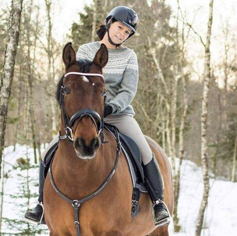 Mette Presthus Nilsen (48) var på ridetur med ektemannen da ulykken skjedde.