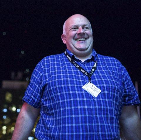 Glad: Johnny Kårstad kan verkeleg smile etter at det vart klart at Senterpartiet vann valet i Gaular. foto: bent are iversen