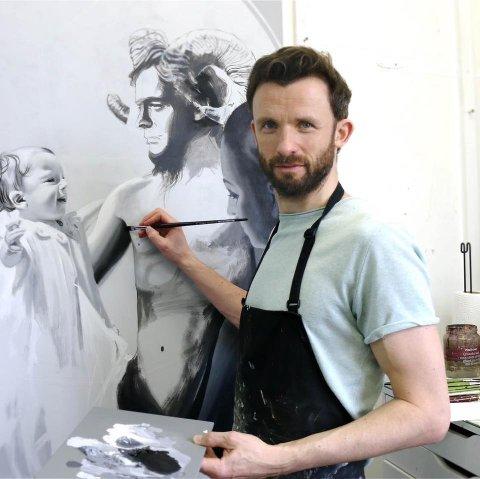 ANERKJENT: Kristian Evju er prisbelønt kunstner, som jobber med tegning og maleri. Snart stiller han ut i Hamar.