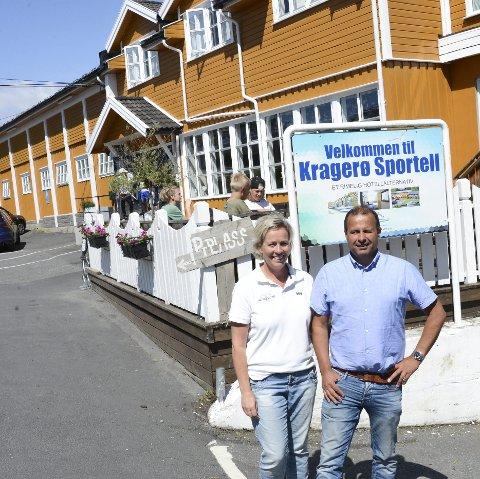 Torun Jørgensen Howatson og Andrew Howatson driver Kragerø Sportell i dag.