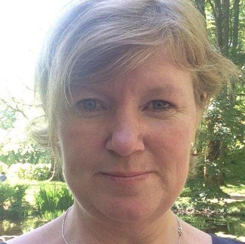 Ann Torunn Bauge i Tveit Rekneskap forklarer kompensasjonsordninga. (Foto: Privat).