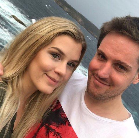 Jenny Paulsberg og samboeren Dan-Petter Jacobsen er på ferie i det brannrammede Australia. Bildet av paret er tatt ved Watson Bay.