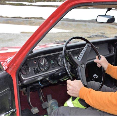 Bak rattet: Ferske førere bak rattet som skal gjennom teoriprøver hos Statens vegvesen møter fra september oppgaver med ny layout.