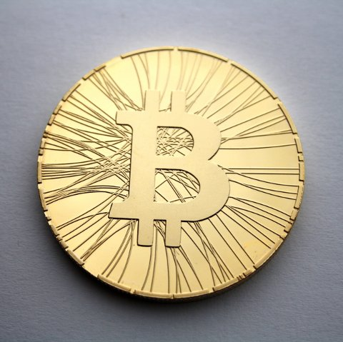 IKKE-EKSISTERENDE: Bitcoins finnes ikke som fysisk valuta. Men flere har laget Bitcoins-mynter som gimmik.
