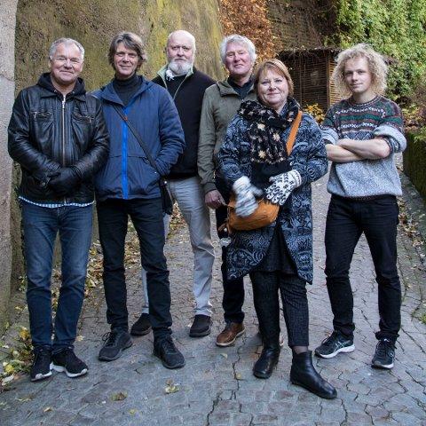 På Stengrunn: Fra venstre Lars Klevstrand, Steinar Ofsdal, Carl Morten Iversen, Jon Arne Corell, Kari Svendsen og Moddi.