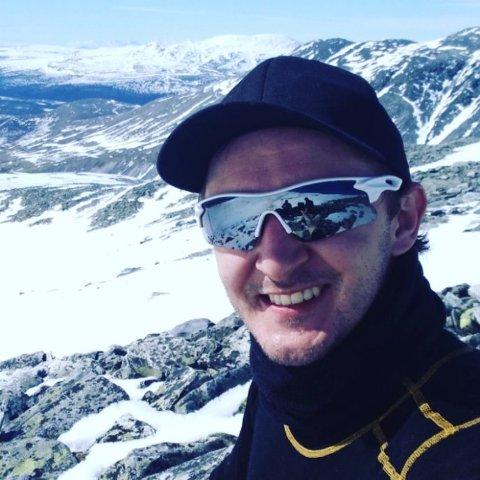 RUS: Vegard Baisgård kjemper for å komme seg ut av et liv som er preget av rus. Her er han på Galdhøpiggen i sommer med gjengen på behandlingsstedet Tyrili Frankmotunet.