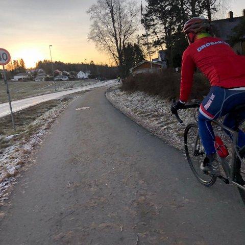 Sykkelstien fra Trolldalen til Ås blir flittig brukt