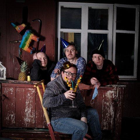 Bakrus gir ut et nytt album til høsten. Fra venstre: Steffen Lillevjen (gitar), Jonas Jansen Ramsfjell (gitar/vokal), Vegard Moan Viken (bass). Foran: Odd-Ragnar Bukkvoll (trommer).