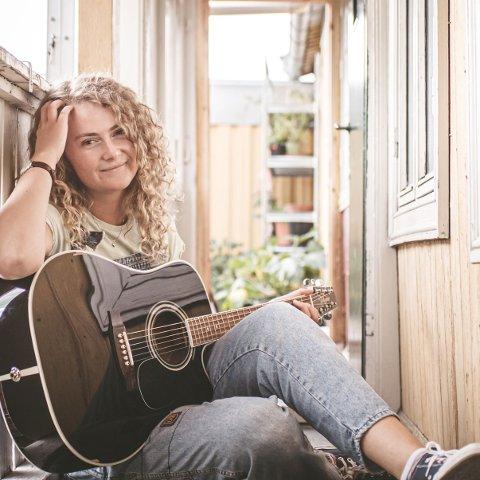 NY LÅT: Låtskriver og sanger Oda Trøen gir ut singel.