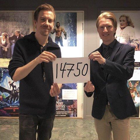 NY REKORD: Martin Øsmundset og Tobias Hovedenak hos Ås Kinoteater kunne nyttårsaften feire at 2018 ble et  nytt rekordår med 14.750 besøkende. Også helgens nordiske filmfestival satt ny besøksrekord.