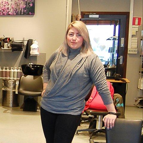 GLEDER SEG: Silje Kjeldstad i SK frisør gleder seg til å kunne åpne dørene igjen etter halvannen måned stengt.