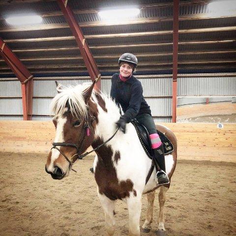 BETYR MYE: Pia Olden (20) valgte å slakte hesten sin og bruke den som mat da da den ble uhelbredelig syk. Det medførte drapstrusler fra Norge og utlandet.
