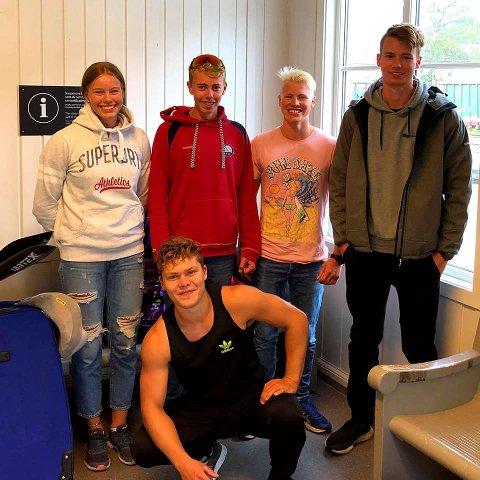 SVERIGE: Fem Flekkefjord-padlere er på plass i Sverige. Celine Helleren, Ivar Flikka Buch , Kristjan Moi og Joakim Hauge. Foran, Jonas Svege. Fot: Jan Sverre Moi