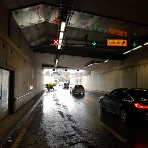 BOT: Gjennom denne strekningen i Ekebergtunnelen er det mange bilister som bommer på å bytte i felt tidsnok.