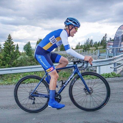 Tore André Aase Vabø er no eitt steg nærare draumen om å vere proffryttar.  Bildet er frå Storefjell under etapperittet Uno-x Tour tidlegare i haust.