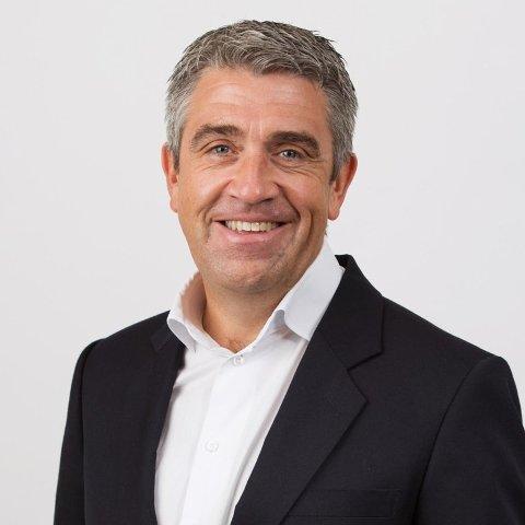Markedssjef Arne Martin Koppen i BlueStep Bank oppfordrer alle til å prate om sine økonomiske problemer.