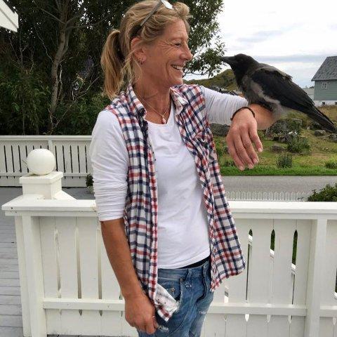 Bestevenner: Beate Kristine Berg har opparbeidet seg et nært og kjært forhold til Krokus: – Han er som et nytt kjæledyr, familiemedlem og bestevenn, sier Berg.