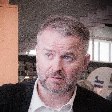 - Administrasjonen gjør det den har fått marsjordre om, sier Lars Vestnes, gruppeleder for Høyre, om skolekuttene.