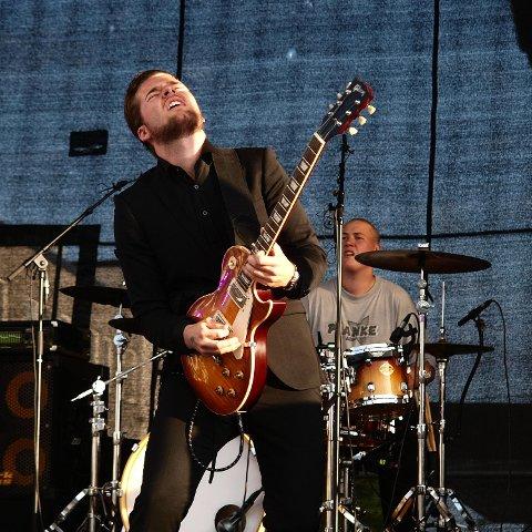 Hans Marius Johnsen i aksjon hjemme i Os i mai. Sist helg gikk 20-åringen til topps under ungdomskonkurransen på Notodden Bluesfestival.