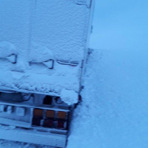 Vogntoget kjørte i grøften. Eidfjord Bilberging ordnet opp.