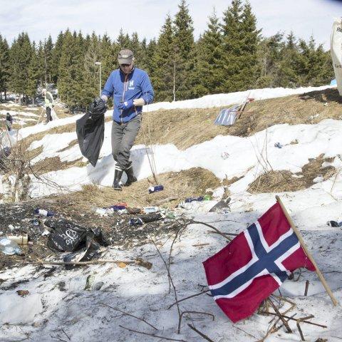 Innleggsforfatter Jens Lorentzen spør om det er blitt typisk norsk å være vulgær og tanketom, og referer blant annet til festen under femmilen i Holmenkollen 10. mars.