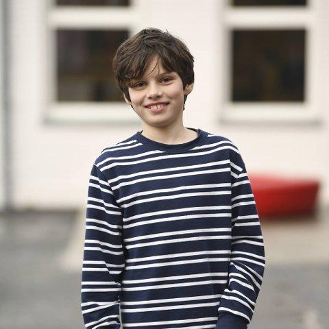 - Nå er jeg ekstra glad for at jeg har en lillebror. Det å måtte være hjemme så mye hadde vært kjedelig uten ham, sier Magnus Matre (11). Han og fem klassevenner forteller om livet i karantene.