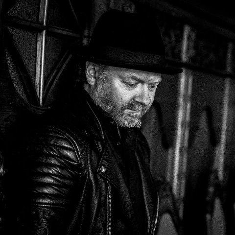 – Få med at jeg savner Bergen, da, sier albumaktuelle Trond Helge Johnsen til BA. Platen hans «Under Huden» kom 11. september. Jeg har skrevet masse låter og skal snart i studio for spille inn den neste.