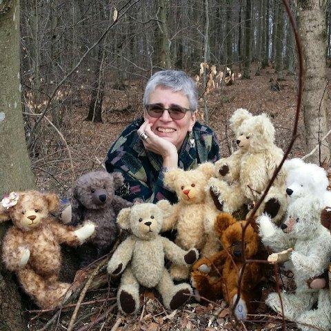 PRODUKTIV: Ingrid Smith er godkjent filtmaker. Hun er dukkemaker, teddybjørnmaker, kunstner, håndarbeider og kursleder.