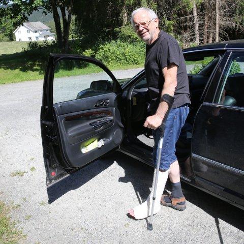 GIPS OG KRYKKER: Det blir enda noen uker med gips på venstrebeinet og krykker for Kjell Tore Finnerud.