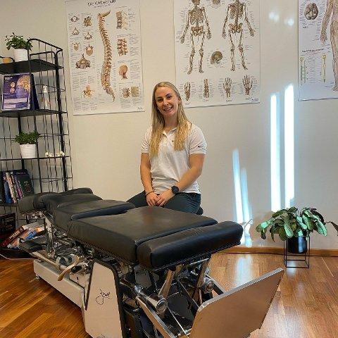KIROPRAKTOR I EGERSUND: Lise Indrehus fikk jobb hos Klinikk for Alle-Egersund. Hun er blitt godt tatt i mot av kolleger og trives godt som nyinnflyttet i Egersund.