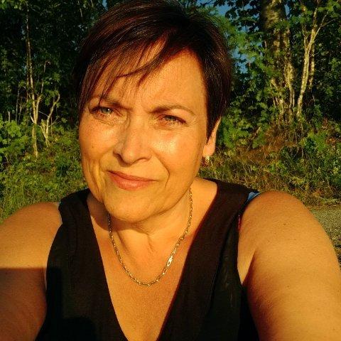 I TENKEBOKSEN: Tidligere gruppeleder i Nedre Eiker Ap, Lajla Hvaal, sier hun er i tenkeboksen angående medlemskapet sitt i partiet.