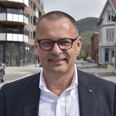– April blir svært krevende og da må vi gjennomføre ulike tiltak for å sikre driften. Ett tiltak blir dessverre permitteringer i salgsavdelingen, sier Øyvind Bladt Hagen, regiondirektør i Amedia Buskerud Vestfold.