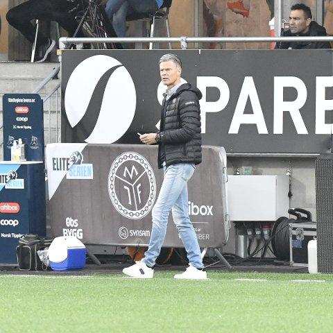 JEANS: Den oppmerksomme tilskuer har kanskje fått med seg at Vegard Hansen denne sesongen har stilt opp i jeans på kamp.