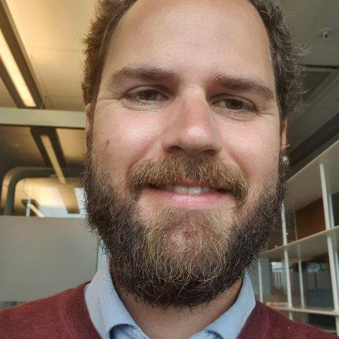 SMÅBARNSFAR: Lars Viko Gaupset (36) mener buss for tog tilbudet er for dårlig for småbarnsfamilier.