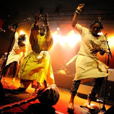 Mamar Kassey – fargerikt ensemble frå Niger.