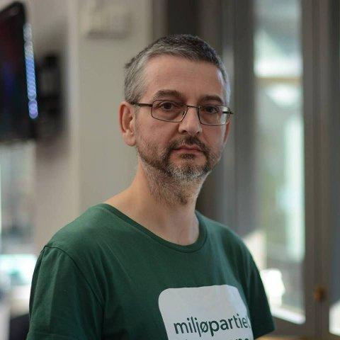 FEKK NEI: Mark Taylor (MDG) meinte kommunestyret i Fjaler burde lytte til innbyggjarane i Fjaler og behandle Lutelandet-saka på ny.Slik gjekk det ikkje.