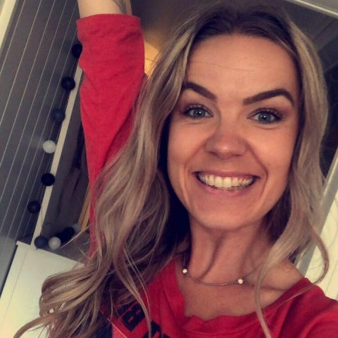 REAGERER: Therese Vie(37) frå Førde synest det er ille at Partiet dei Kristne vil nekte homofile å gifte seg i kyrkja.