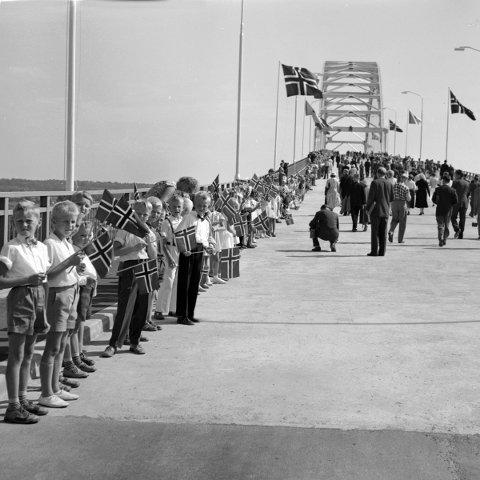 Broåpningen 18. august 1957.  Foto: Fredriksstad Blad