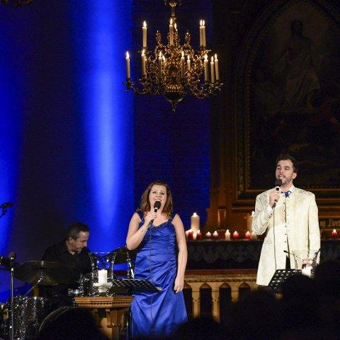 Renate og Morten Gjerløw Larsen er to av flere artister som deltar på lørdagens konsert. Dette bildet er fra en julekonsert.