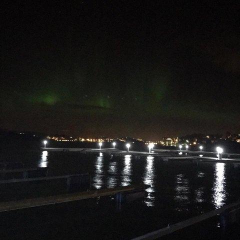 Varte i ti minutter: Slik så det ut over Kråkerøy båthavn natt til onsdag.