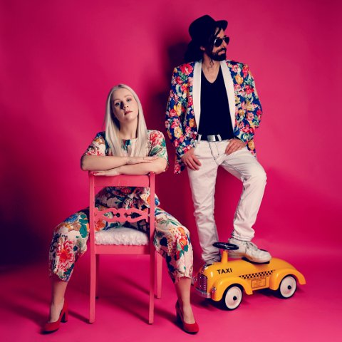 NY LÅT: Duoen Annsofi & Me, bestående av Annsofi Klevfoss og JP Paulsen, spilte inn musikkvideoen til årets Pride-låt, «Beauticool», i Gamlebyen.