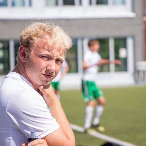 Jacob Berg bor og studerer i Molde, og jobber som fast frilanser for Fredriksstad Blad. I julen dekket han ishockey.