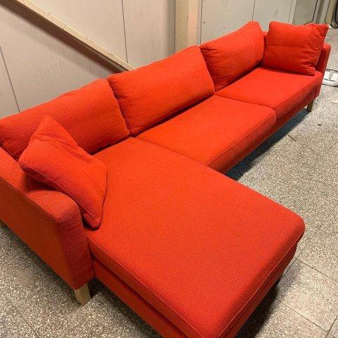 Dette er ikke en sovesofa: Henrik Sommerseth (18) fikk smertelig erfare at sofaen på bildet ikke er en sovesofa.